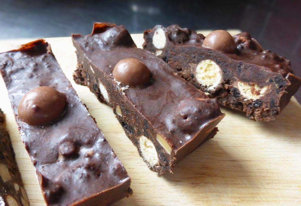 No-Bake Oreo Chocolate Slice with Fudge & Maltesers