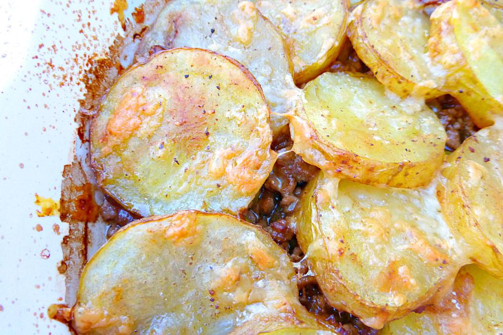Simple Ground Beef, Onion and Potato Casserole