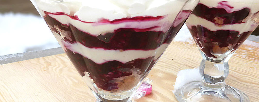 Super Simple Berry Cheesecake Trifle