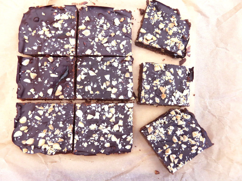 No Bake Peanut Butter Salted Caramel Slices (gluten free & no refined sugar)
