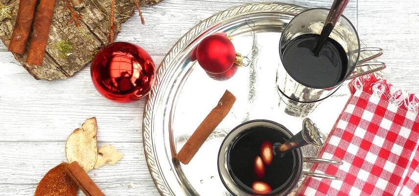 Classic Swedish Glögg (Mulled Wine)